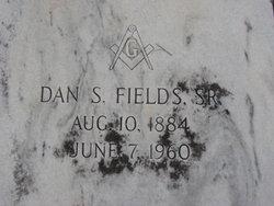 """Daniel Shake """"Dan"""" Fields, Sr"""