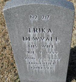 Erika Dewvall