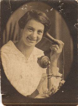 Lillian R Bowling