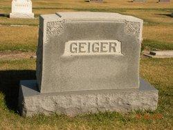 """Loyes """"Lois"""" <I>Geiger</I> Davis"""