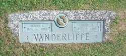 Janet B Vanderlippe