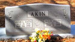 Annie L Akin