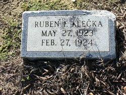 Ruben F Klecka