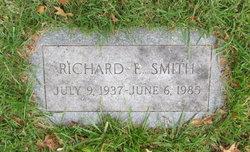 Richard E Smith