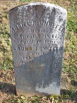 Laura J Unkefer