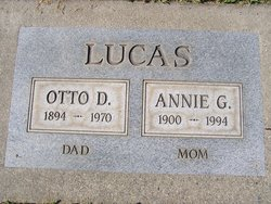 Annie Georgia <I>Hale</I> Lucas