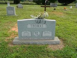 Lee E Thomas
