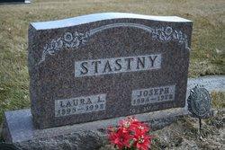 Laura Stastny