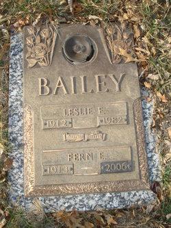 Leslie E Bailey