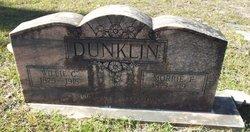 Morrie E Dunklin