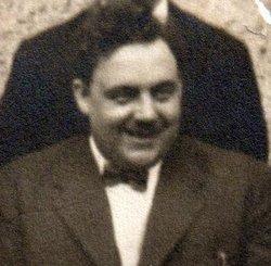 Arthur Mills