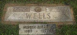 Aubry Dalton Wells