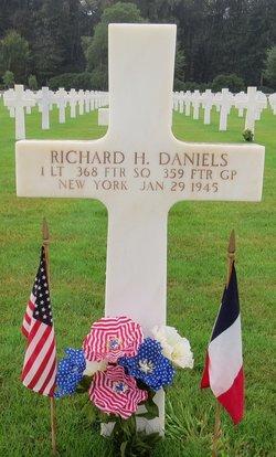 1Lt Richard H Daniels