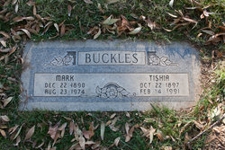 Tishia M Buckles