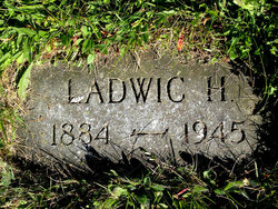 """Ladwic Holway """"Ladd"""" Simmons"""