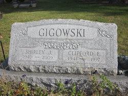 Clifford E Gigowski