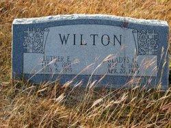 Gladys Gertrude <I>Hoak</I> Wilton