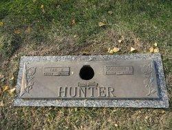 Lee E Hunter