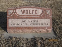 Lois Maxine <I>Davenport</I> Wolfe