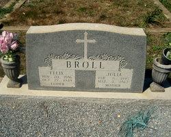 Julia <I>Henkes</I> Broll