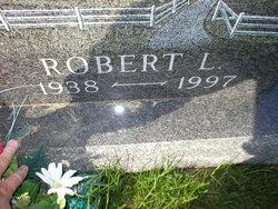 Robert L Moyer