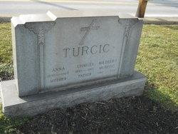Mildred T Muretic