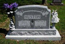 "Mrs Patricia Ann ""Pat"" <I>Warmker</I> Huston"