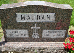 "Antoinette Jean ""Toni"" <I>Sukach</I> Majdan"