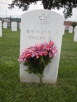 Richard J Smart, Sr