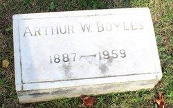 Arthur W Boyles