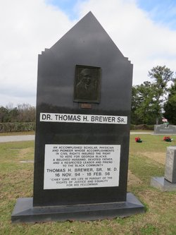 "Dr Thomas Hency ""Chief"" Brewer, Sr"