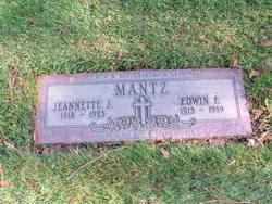 Jeannette J Mantz