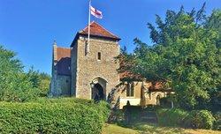 St Botolph's Churchyard