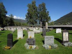 Lom Kirkegård