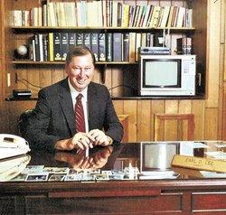 Earl Daniel Lee (1931-1998) - Find A Grave Memorial