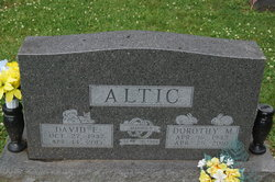 Dorothy M <I>Busse</I> Altic