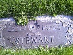 Leslie E Stewart