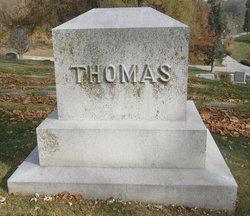 Dexter L Thomas