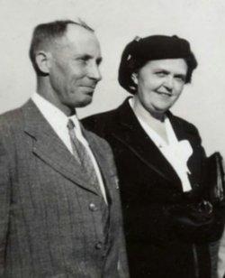 Bertha E <I>Oliver</I> Doss