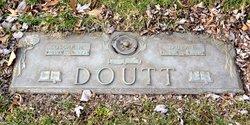 Laura L Doutt
