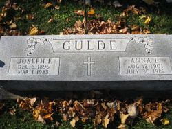"Anna Lucille ""Ann"" <I>Ayres</I> Gulde"