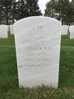 Edna M Simsick