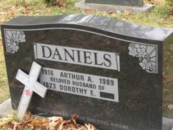 Dorothy Edith <I>Chapman</I> Daniels