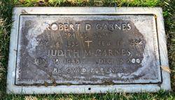 Robert D Garnes