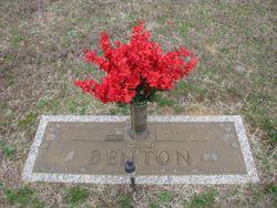 Carol Dean <I>Jenrette</I> Benton