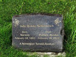 Julia <I>Bakke</I> Seltenreich