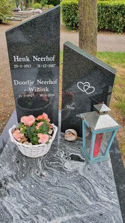 "Hendrik ""Henk"" Neerhof"